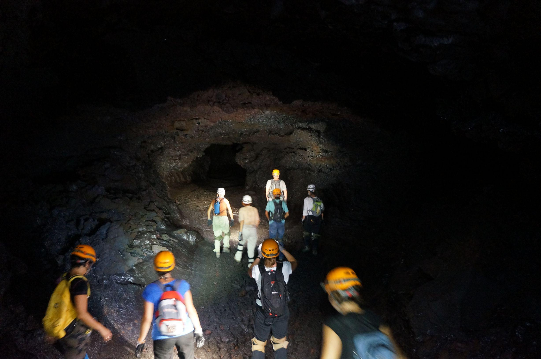 Sortie sp l o tunnels de lave urbeez r union 8 tunnels for Ouvre la fenetre translation
