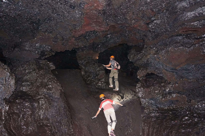 Tunnels de lave 974 48 tunnels de lave r union for Ouvre la fenetre translation