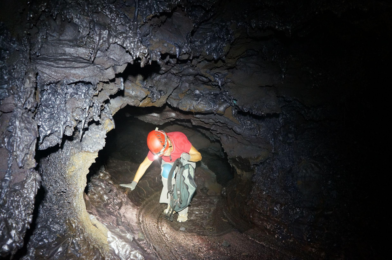 Speleologie tunnelsdelave ile de la reunion 21 tunnels for Ouvre la fenetre translation