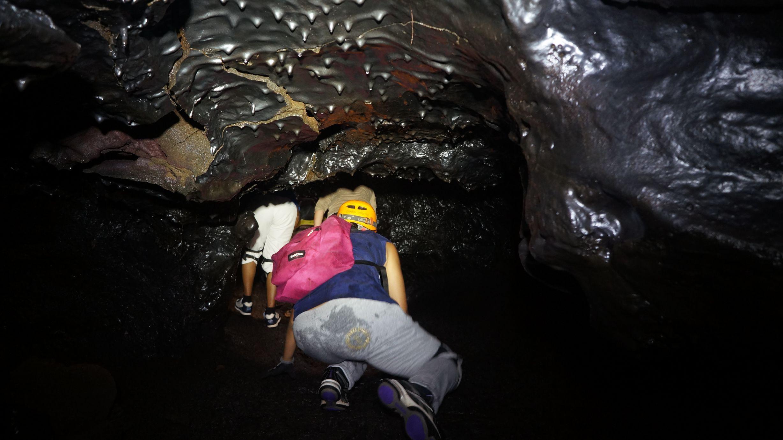 Visite guidee tunnels de lave reunion rando volcan 12 for Ouvre la fenetre translation