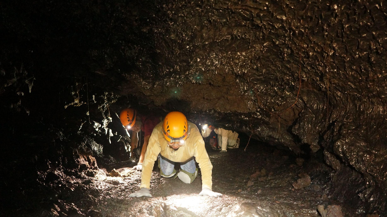 Speleo 974 tunnels de lave piton de la fournaise 2013 19 for Ouvre la fenetre translation