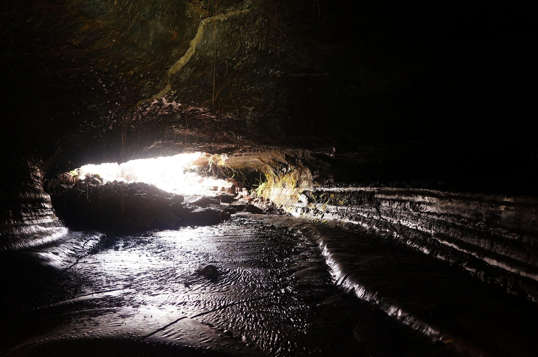 Speleo reunion 974 randovolcan 46 tunnels de lave r union for Ouvre la fenetre translation