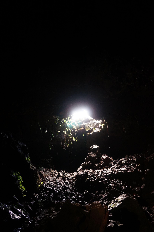Tunnels de lave reunion rando volcan 14 tunnels de for Ouvre la fenetre translation