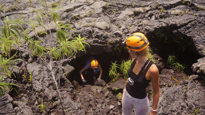 Speleo volcan piton de la fournaise 18 tunnels de lave for Ouvre la fenetre translation