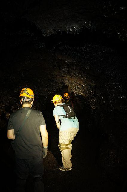 Speleo lava tubes 974 28 tunnels de lave r union for Ouvre la fenetre translation