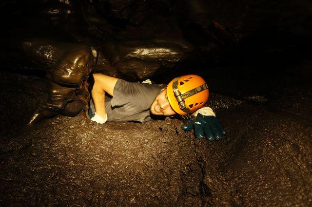 Rando speleo lava tube 2014 59 tunnels de lave r union for Ouvre la fenetre translation