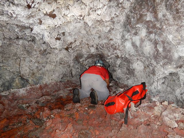 Speleo lave caverne gendarme grotte volcanique 974 33 for Ouvre la fenetre translation